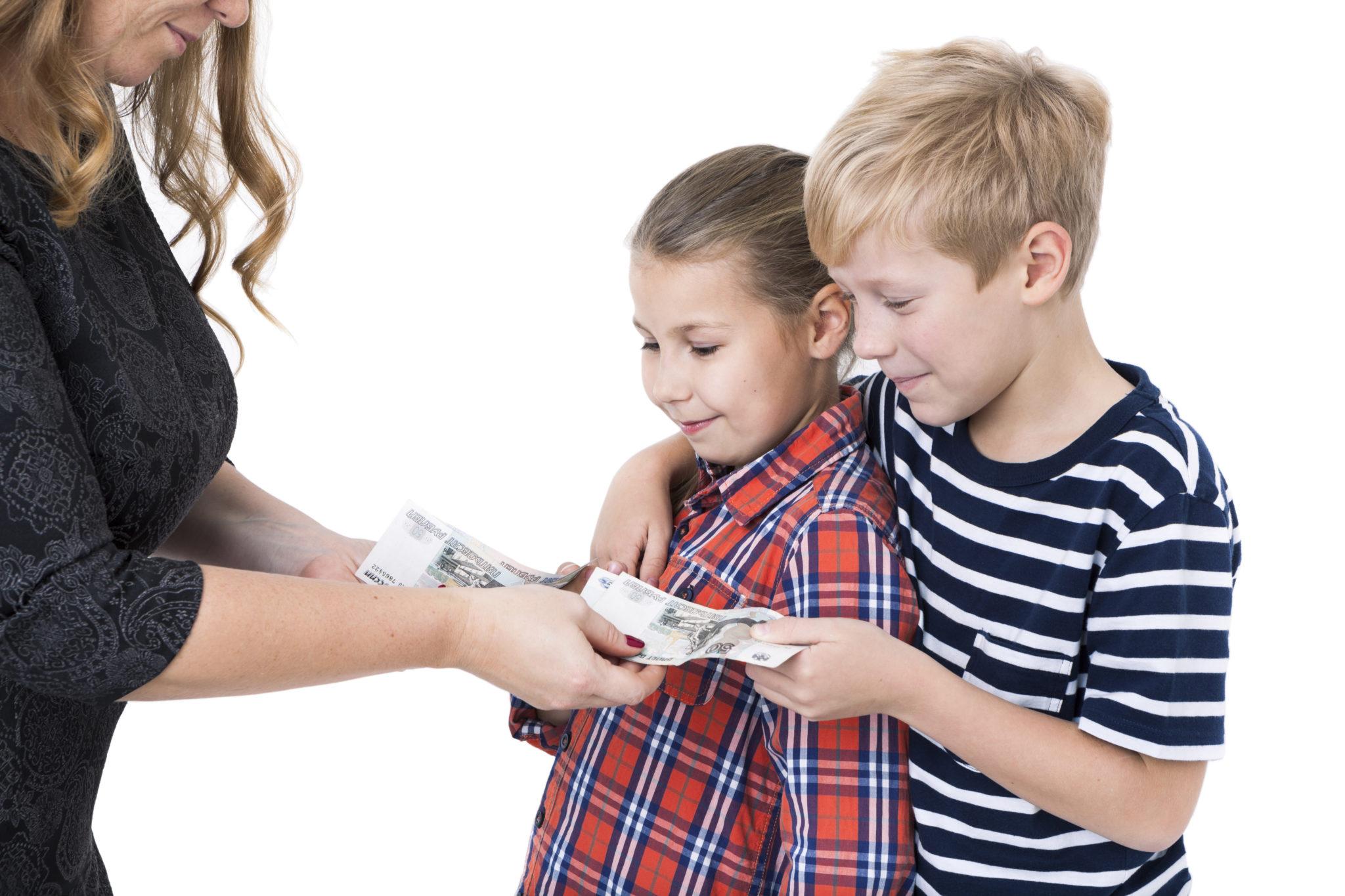 До какого возраста выдают подарки детям на новый год от организации